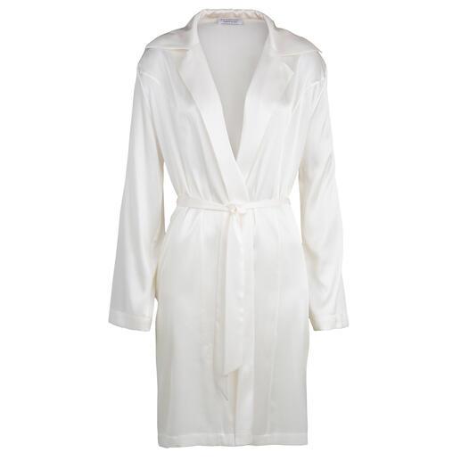 Robe de chambre ou Chemise de nuit en soie stretch La combinaison féminine d'une robe de chambre et d'une chemise de nuit. Par Eva B. Bitzer.
