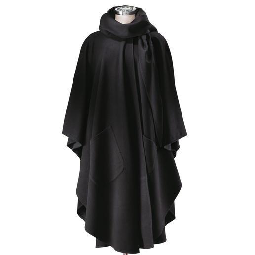 Le manteau-cape Il vous protège confortablement du froid. Réalisé en cachemire mélangé très fin.