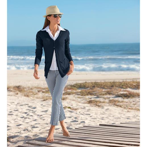 Pantalon seersucker « Blue Stripes » Le pantalon d'été parfait: en tissu Seersucker léger et aéré, suffisamment élégant pour être porté au bureau.