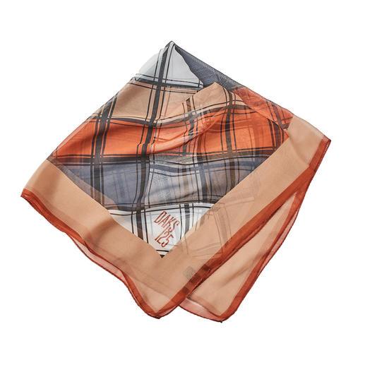 Bandana DAKS Tendance : les bandanas et les carreaux. En pure soie & motif à carreau moderne de DAKS, Londres.